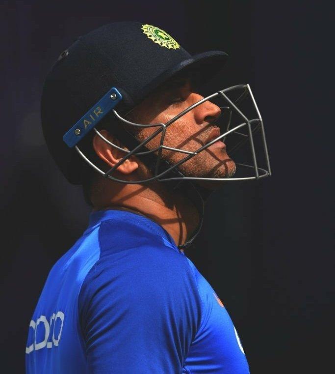 भारतीय पूर्वकप्तान धोनीले अन्तर्राष्ट्रिय क्रिकेटबाट लिए सन्यास।