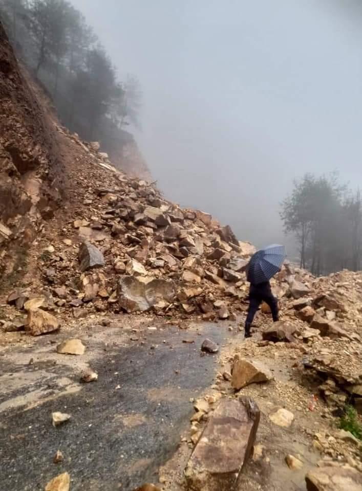 अविरल वर्षाका कारण सिदार्थ राजमार्ग अवरुद्ध