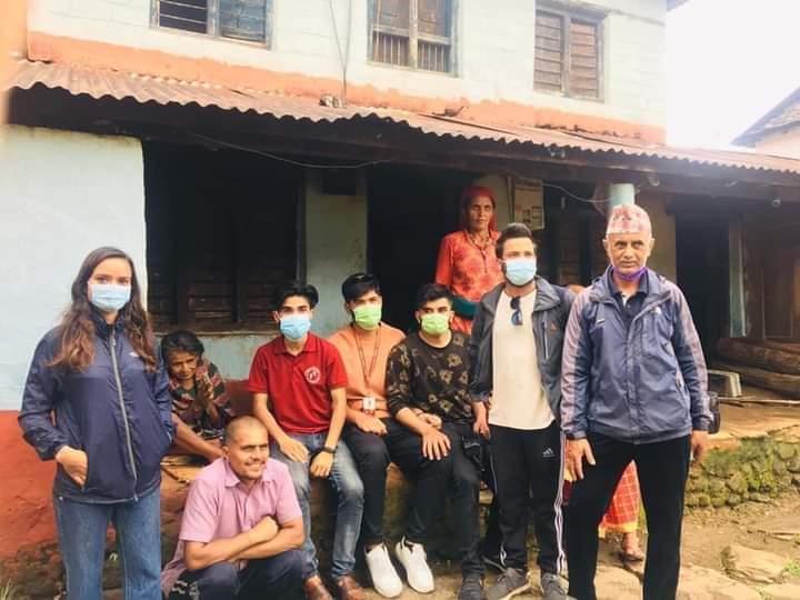 भूकम्प पीडित परिवारलाई नगद सहित खाद्यान्न सहयोग